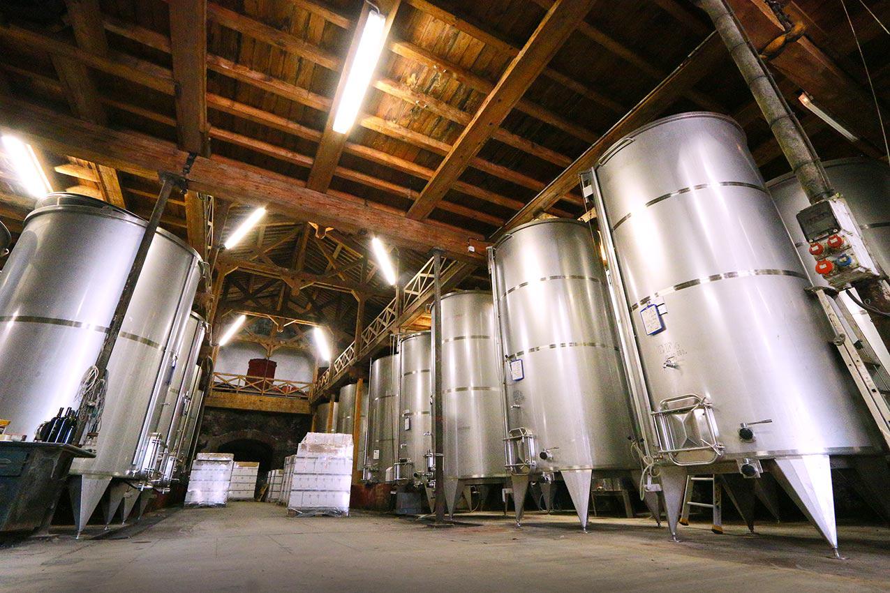 Les cuves de vin Chateau Fontareche, Corbières